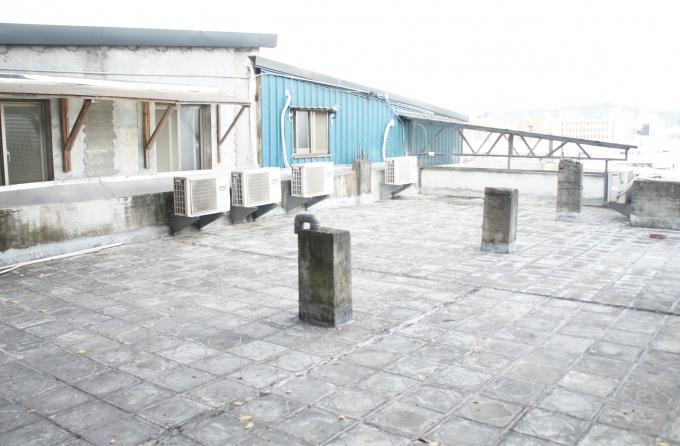 排練室屋頂平台介紹圖,共2張